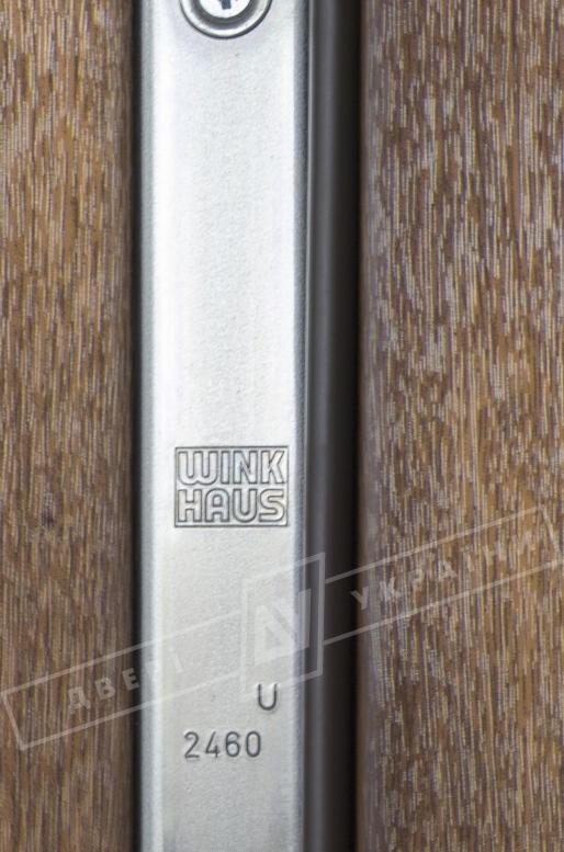 """Двери входные уличные серии """"GRAND HOUSE 73 mm"""" / Модель №2 / цвет: Тёмный орех / Защитная ручка на планке"""