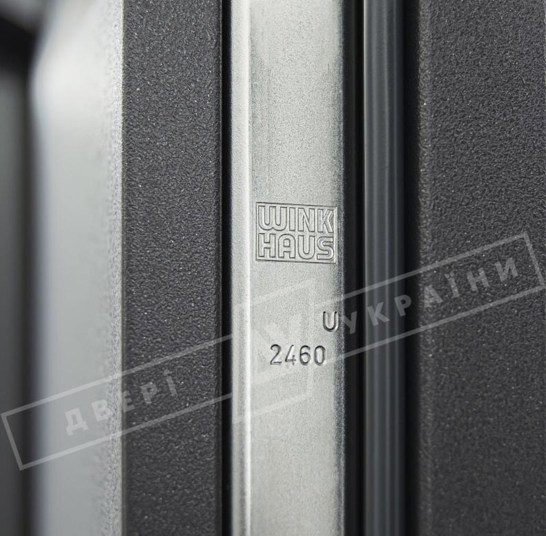 """Двери входные уличные серии """"GRAND HOUSE 73 mm"""" / Модель №6 / цвет: Графит металлик / Защитная ручка на планке"""