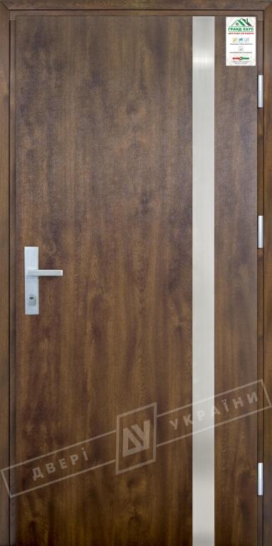 """Двери входные уличные серии """"GRAND HOUSE 73 mm"""" / Модель №7 / цвет: Тёмный орех / Защитная ручка на планке"""